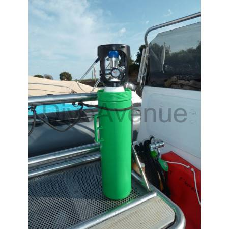 Protection carrying case for scuba safety oxygen kit