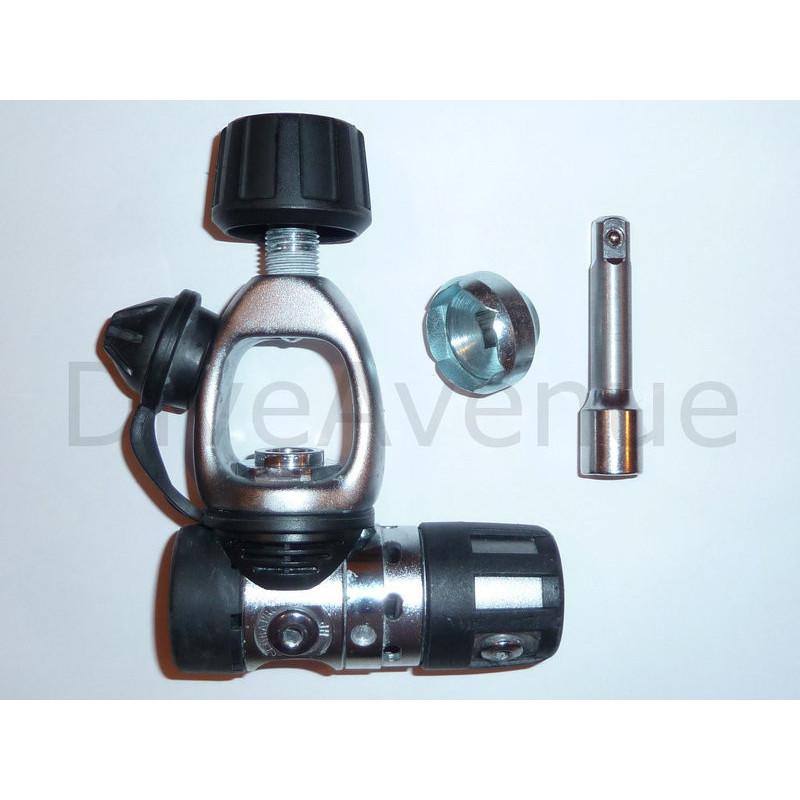 Short socket yoke regulator removal tool